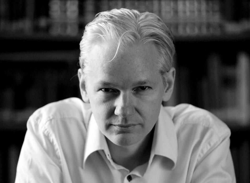 Julian_Assange_2010-front1